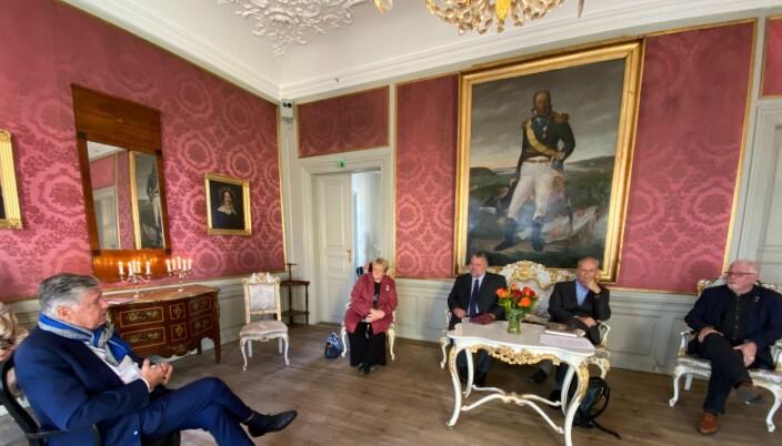 Generalsekretær Ole Rikard Høisæther i Oslo Byes Vel deltok med flere stortingsrepresentanter fra Utenriks- og forsvarskomiteen på pressemøtet mandag. Fra venstre: Trine Skei Grande (V), Morten Wold (Frp), Michael Tetzschner (H) og Geir Sigbjørn Toskedal (KrF).
