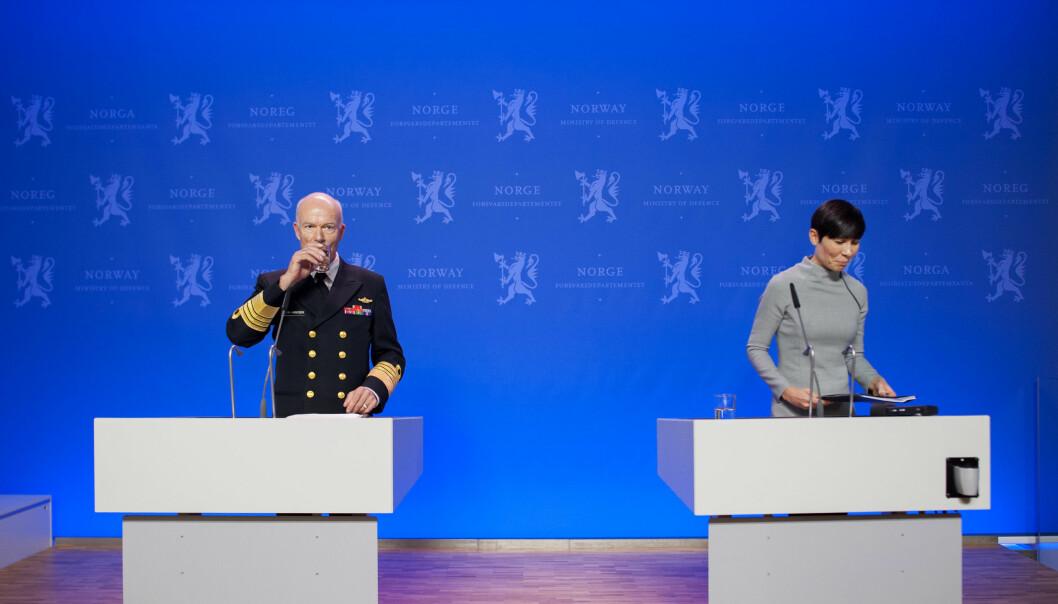 I 2013 la daværende forsvarssjef Haakon Bruun-Hanssen frem fagmilitært råd. Forsvarsminister Ine Eriksen Søreide tok i mot.