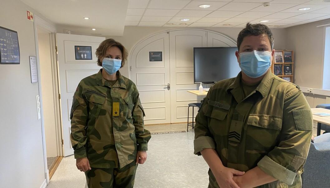 FPVS-sjef Gunn Elisabeth Håbjørg og sesjonsspesialist Janne Larsen tok i mot ungdommer på sesjon.