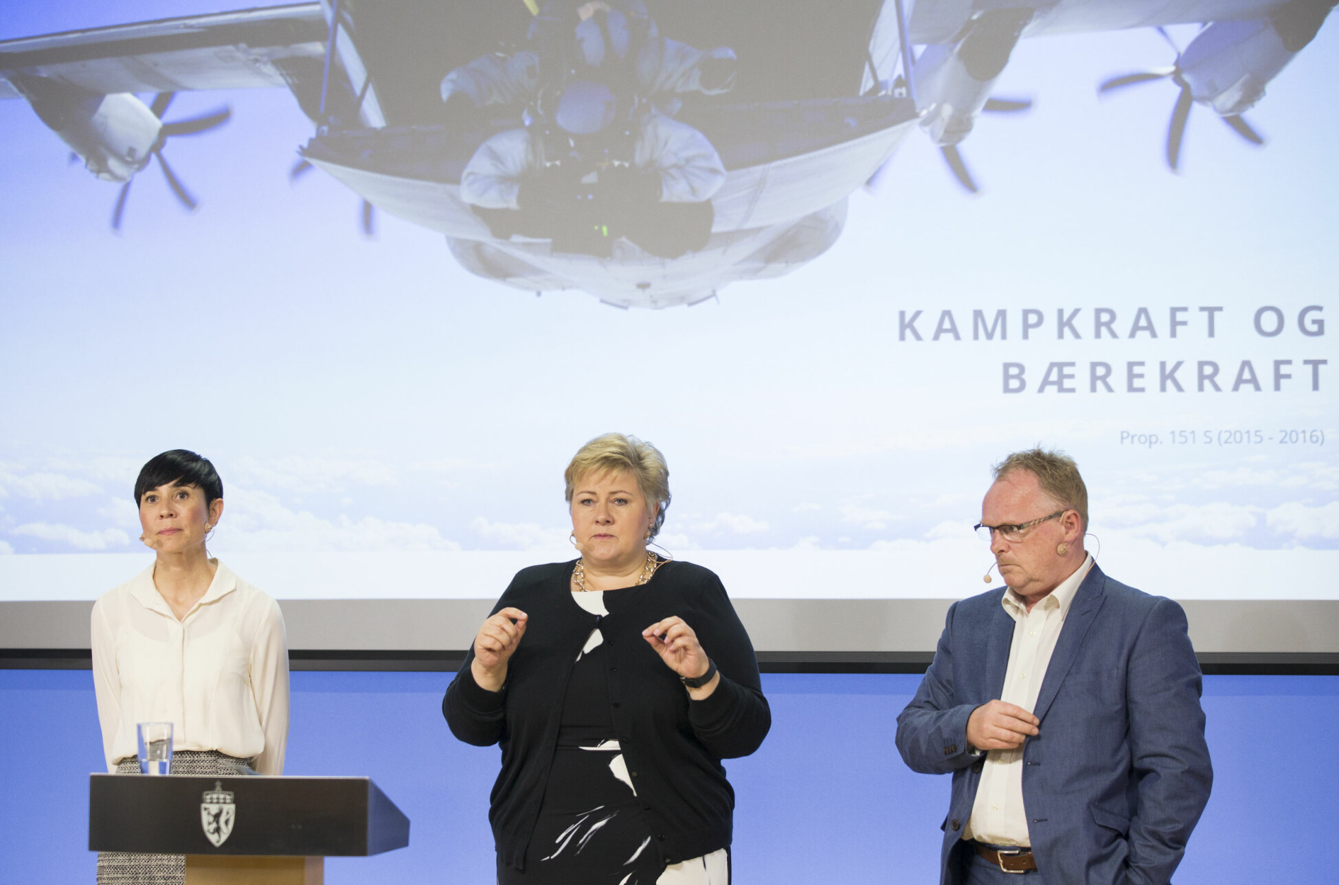 Ine Eriksen Søreide, Erna Solberg og Per Sandberg la frem langtidsplan for perioden 2017-2020.
