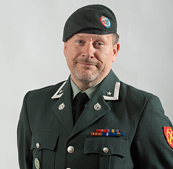 GLEDELIG: Hærens hovedverneombud, Thomas Norman Hansen synes det er bra at regjeringen vil at Forsvaret skal stå for renholdet.