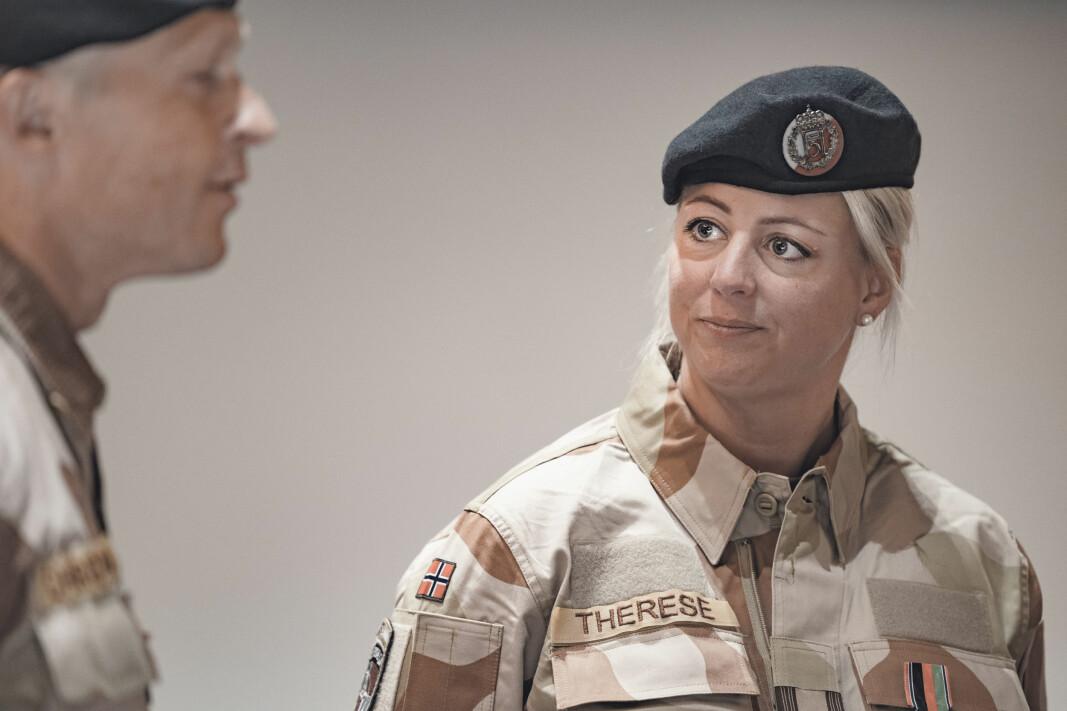 Major Therese Killi Hansen var styrkesjef for den første kontingenten av Fsan-personell som drev feltsykehuset i Kabul. Her snakker hun med kollega Christian Medby.