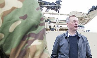 Forsvarsministeren venter at nye vester skal bedre situasjonen