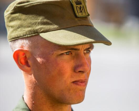Dyr, upopulær og forbundet med rekrutten: Hæren legger feltlua på hylla