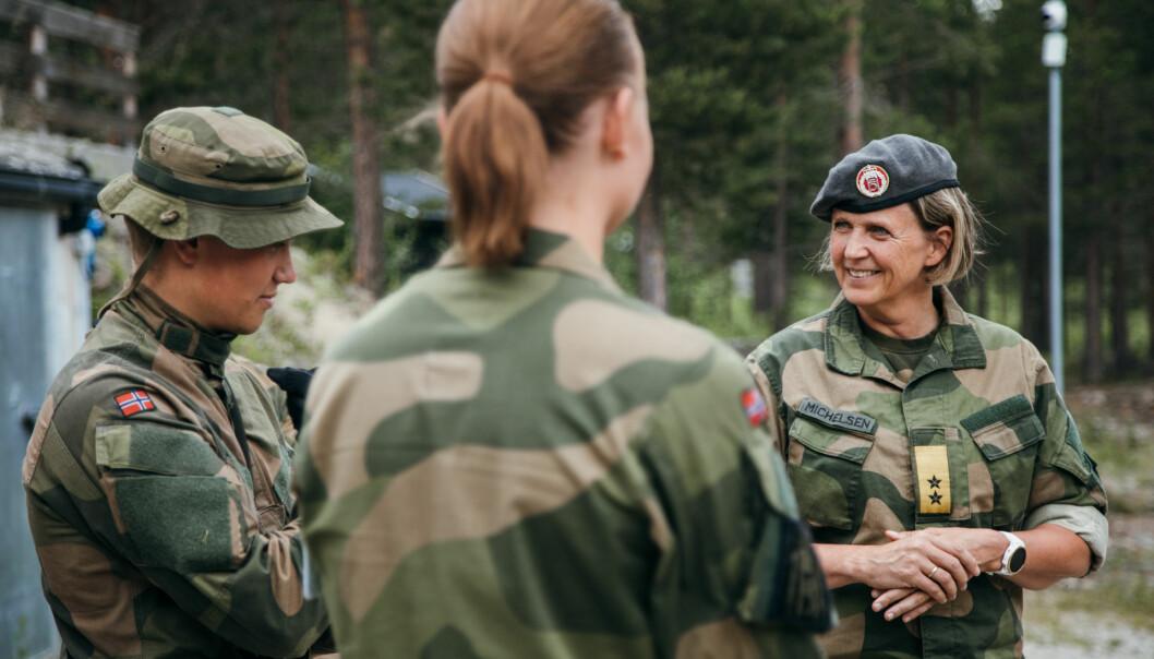 Elisabeth Michelsen har fått de to første delrapportene fra Forsvarets forskningsinstitutt. Hovedrapporten HV mot 2030 kommer i 2021.