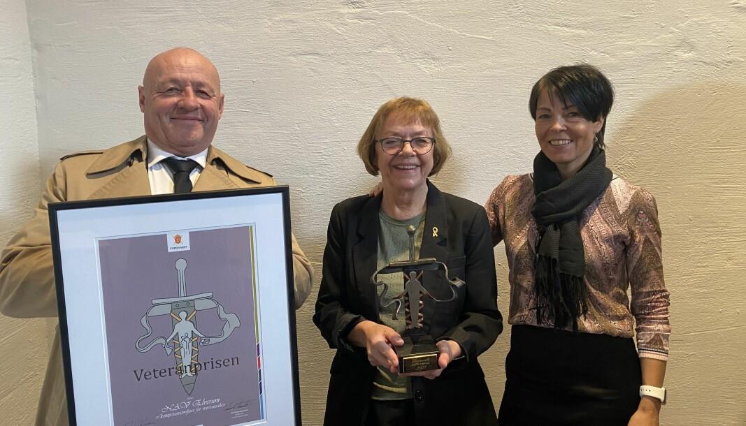 Carl Bergsvik, Gunn Strand og Mette Seland i Kompetansemiljøet for veteransaker i NAV ble tildelt Forsvarets veteranpris 2020.