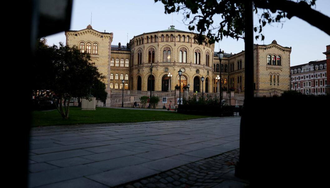 Norske myndigheter ha en plan for krisekommunikasjon dersom illegitim påvirkning finner sted, skriver Hedda Bryn Langemyr og Simen Bakke.