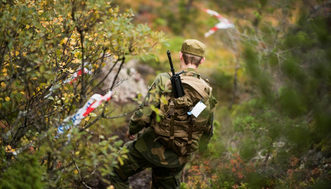 Vernepliktig gjennomfører infanteriløp på Ørland i 2018.