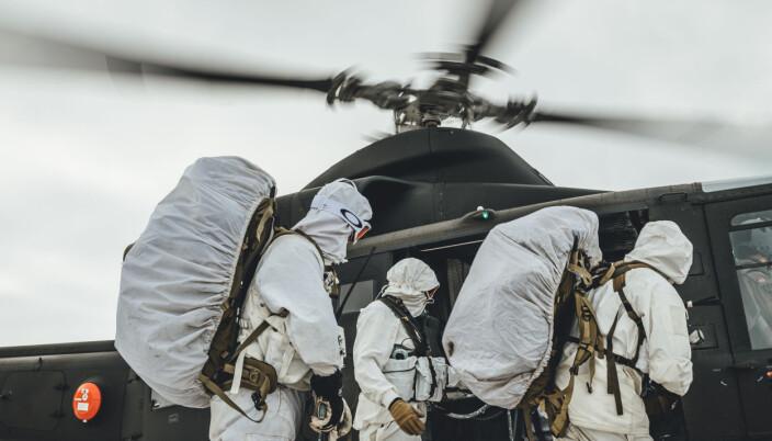 Feltoperatører fra Fjernoppklaringseskadronen i Etterretningsbataljonen samtrener med kolleger fra US Marines og 339-skvadronen i Luftforsvaret, under den multinasjonale vinterøvelsen Cold Response 2020.