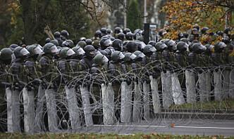 Hviterusslands innenriksminister truer demonstrantene