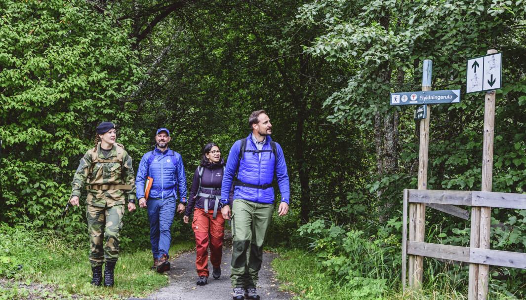 Turfølget startet i Oslo og avsluttet ved svenskegrensen i Eidskog. Fra venstre: Tonje Nordengen, generalsekretær i DNT Dag Terje Klarp Solvang, Ayesha Wolasmal og kronprins Haakon.