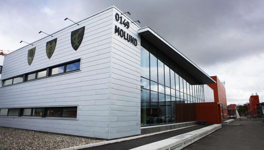 Forsvaret og Bardu kommune arbeider sammen om å finne kilden til smitten. Avbildet er administrasjonsbygningen i Setermoen leir.