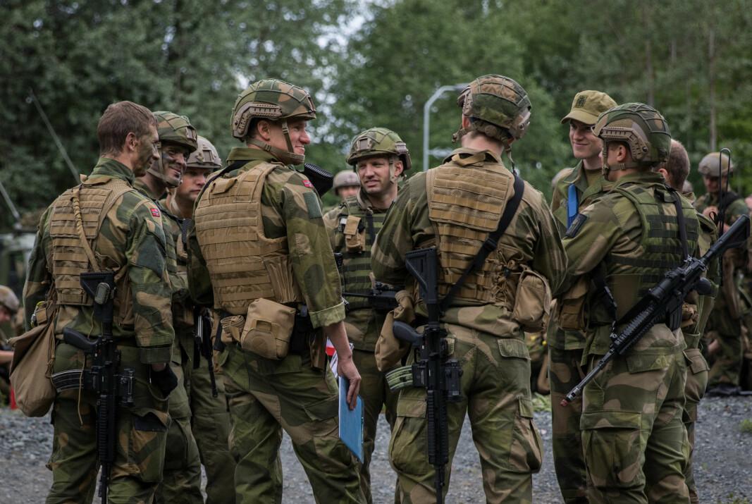 SKAL BLI FLER: Forsvaret skal i 2028 ha over 6000 flere soldater og befal, ifølge statsministeren og forsvarsministeren.