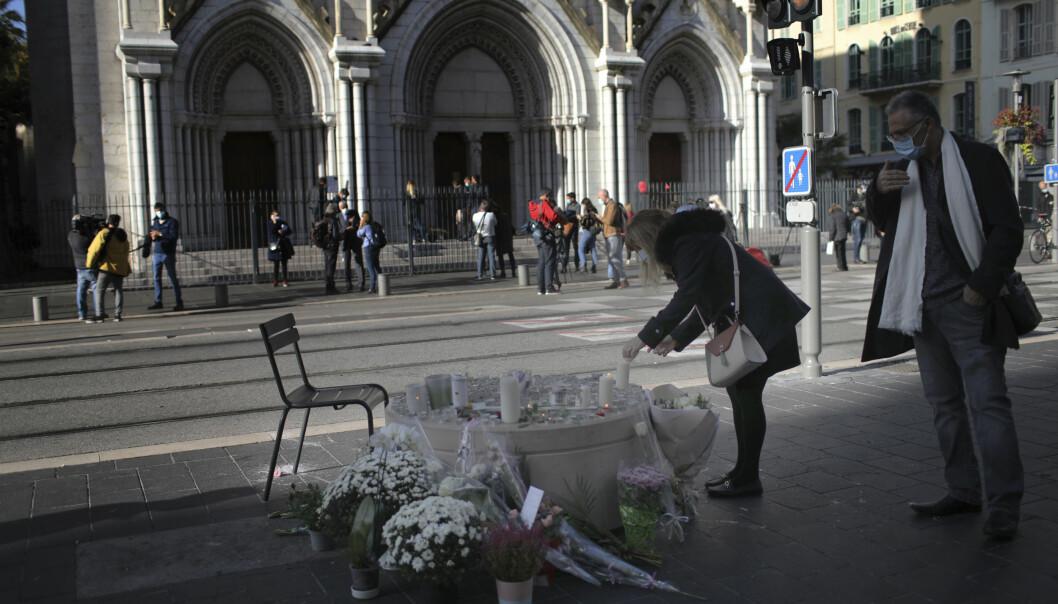 Torsdag ble tre mennesker drept i og ved en kirke i Nice i Frankrike i et knivangrep som knyttes til islamistisk terror. Fredag skjerper PST trusselnivået fra ekstrem islamisme i Norge.