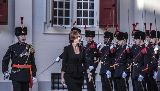 Inspeksjon av æresgarden da Krutnes tiltrådte som ambassadør i Nederland i 2011.