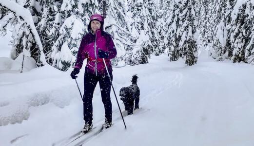 På skitur ved hytta på Vikerfjell.