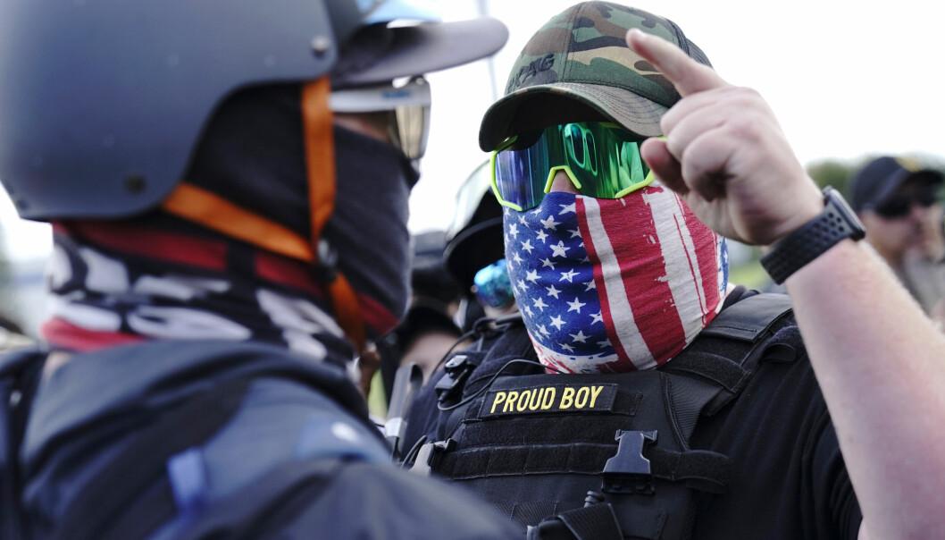 SINTE: Høyreekstreme grupper som Proud Boys kan komme til å ty til vold dersom Donald Trump taper neste ukes presidentvalg, frykter mange.