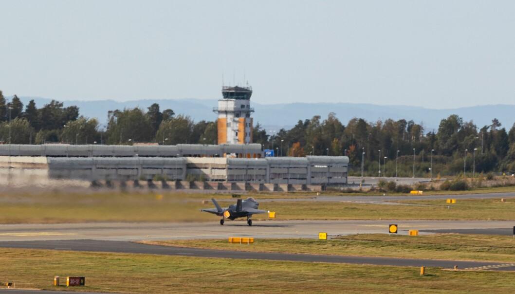 To har testet positivt på koronasmitte i Luftforsvaret hvor én er på Rygge, opplyser Luftforsvaret. Her ser F-35A lightning II tar av fra Rygge under øvelse Falcon Response 2020.