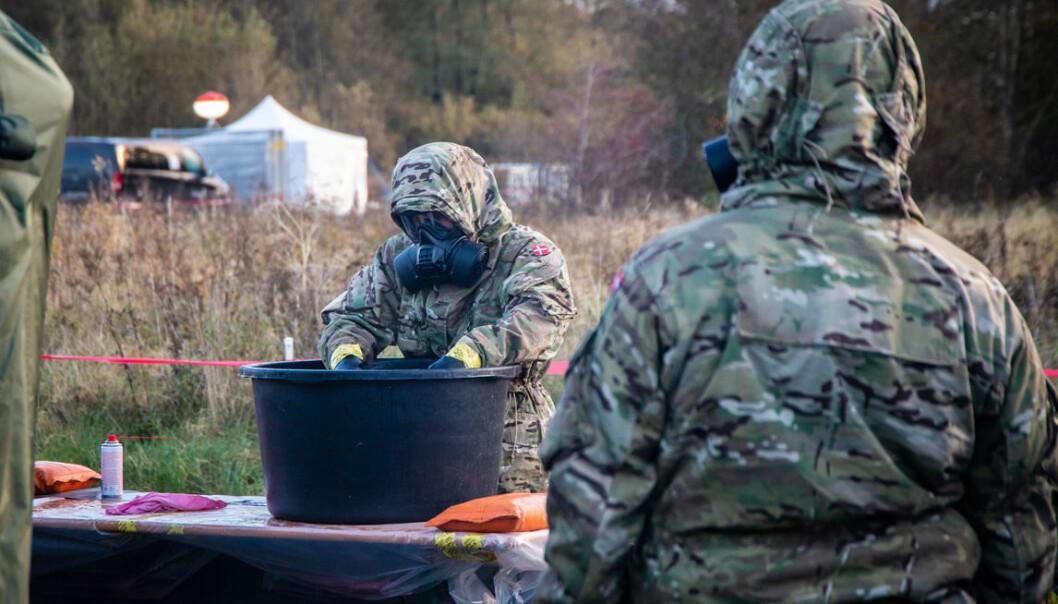 BISTAND: Soldater fra Ingeniørregimentet i Skive er satt inn for å støtte sivilsamfunnet med å rense og rengjøre folkene som avliver mink.
