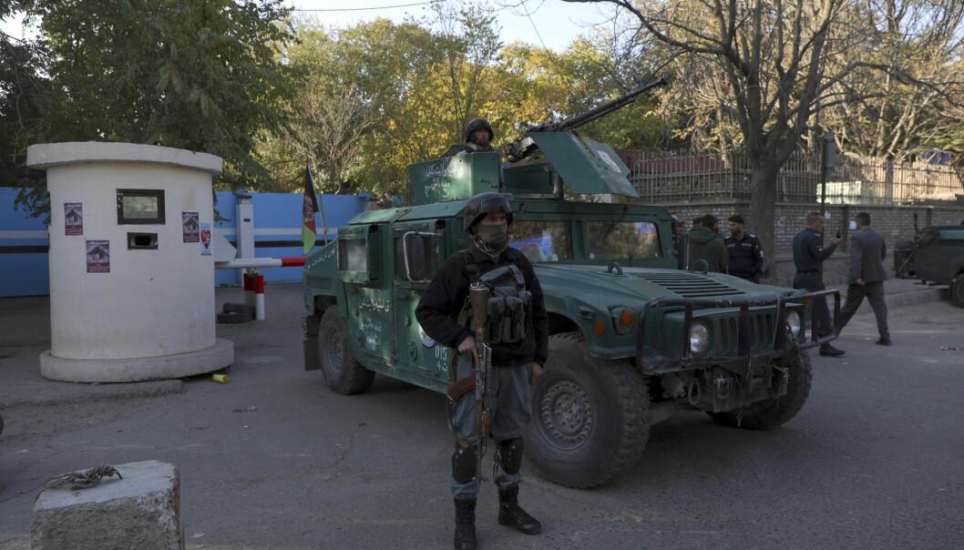 Afghanske sikkerhetsstyrker står vakt etter angrepet på universitetet i Kabul tidligere denne uken.