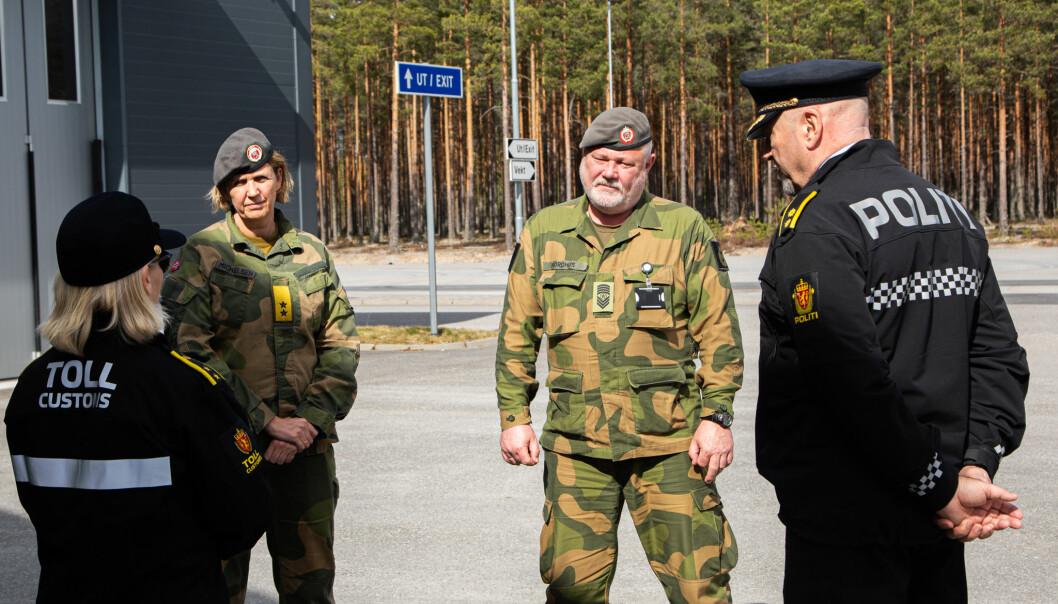 Sjef Heimevernet besøker grensekontroll til opplandske heimevernsdistrikt-05 på Magnormoen 15. april i år.
