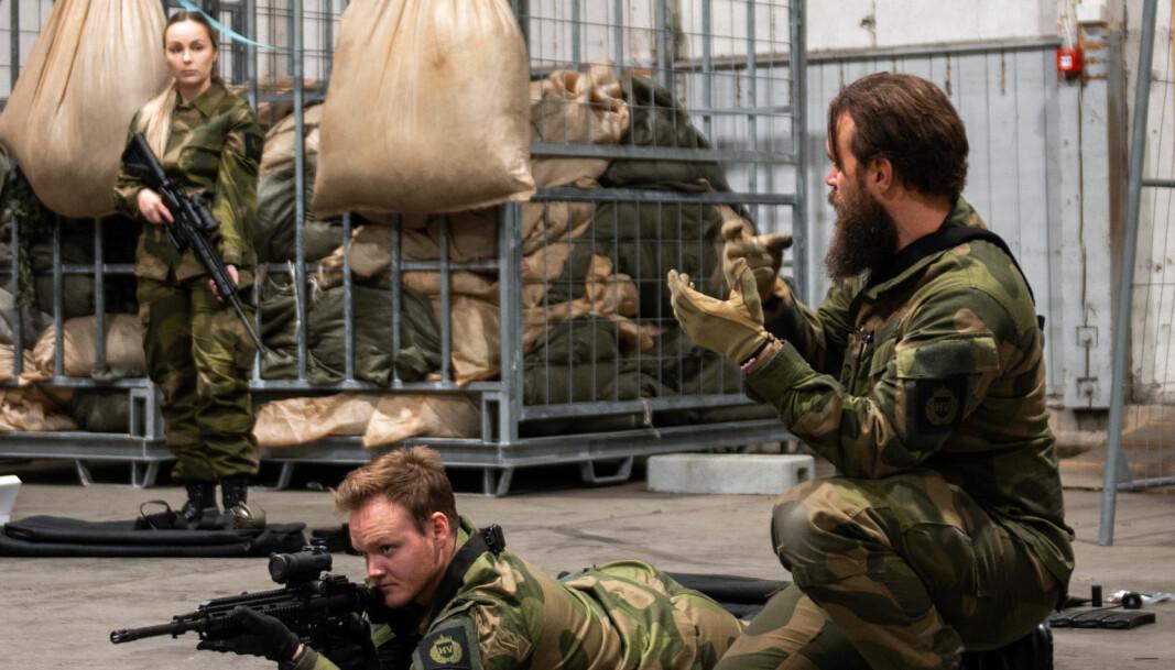 Oppfriskning av våpenhåndtering under nytilføring i HV-12.