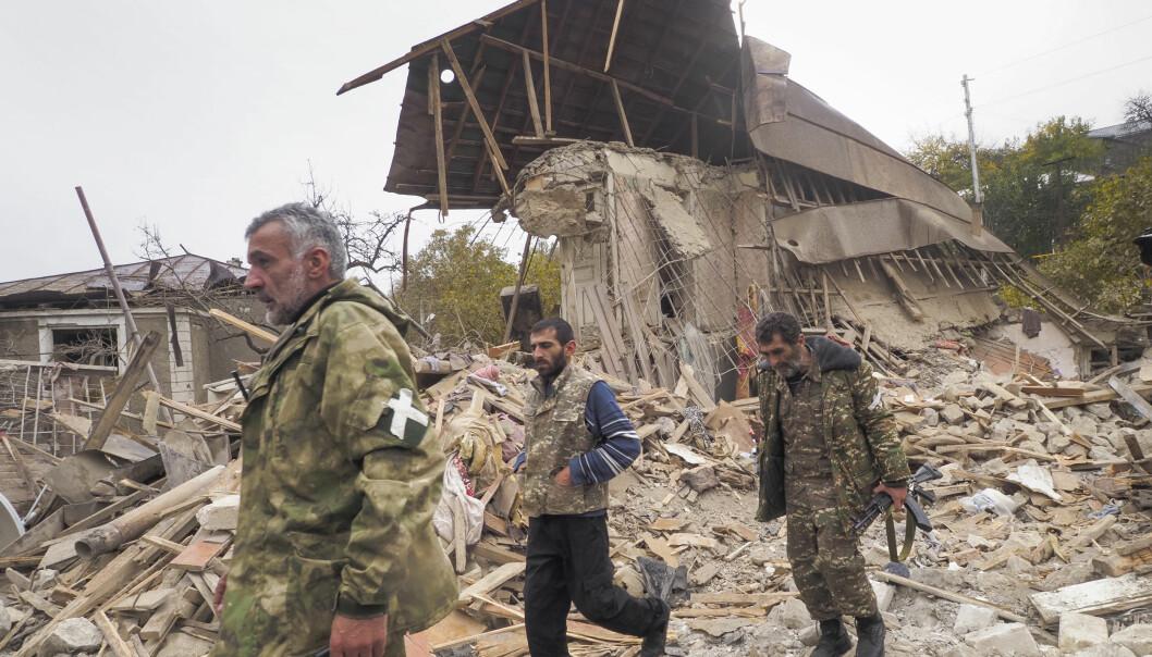 Etnisk armenske soldater i byen Stepankert Nagorno-Karabakh. Etter seks ukers kamper er det nå undertegnet en våpenhvile mellom Armenia og Aserbajdsjan.