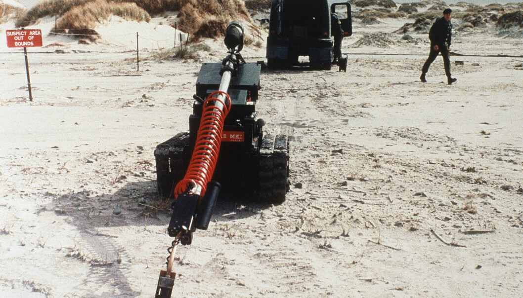 En minerobot rydder miner på Falklandsøyene i 1985.