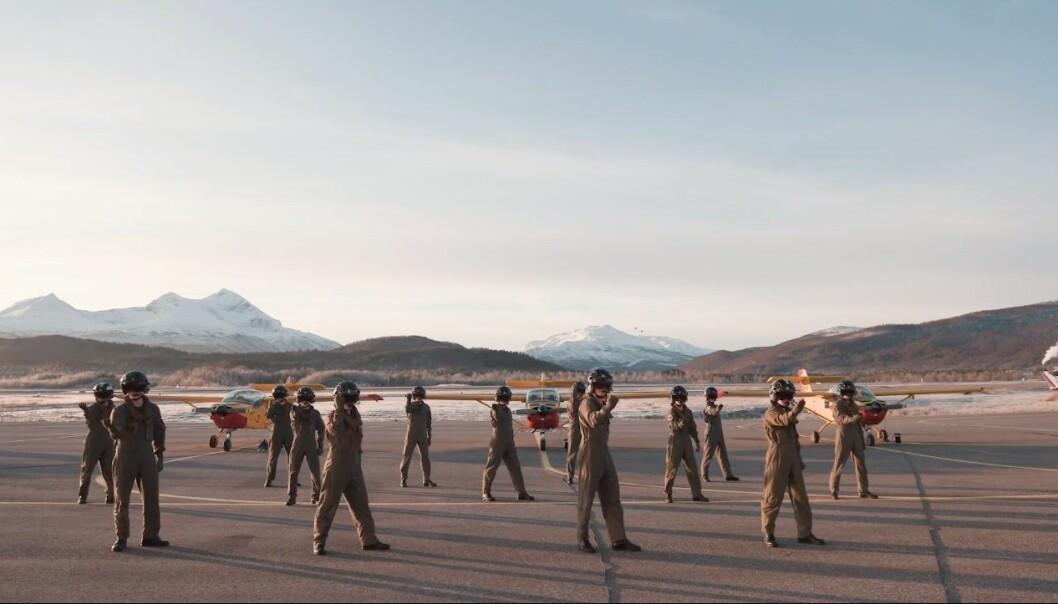 Luftforsvaret danser årets BlimE-dans.