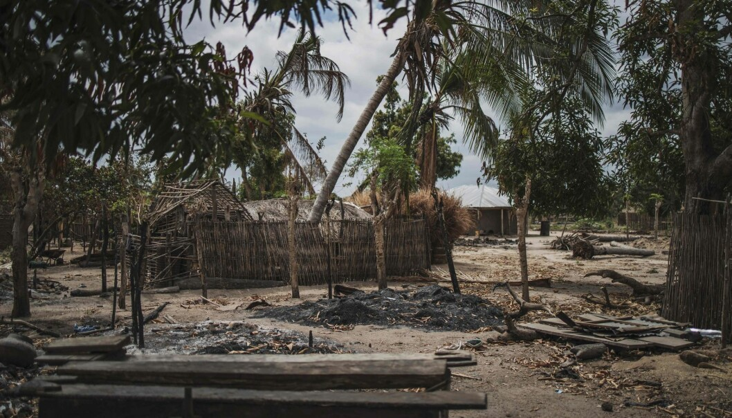 Dette huset skal ha blitt ødelagt av militante islamister i nordøst-Mosambik. – Situasjonen er desperat, sier FN.