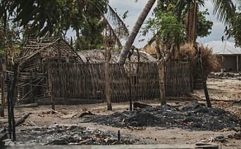 Raserte hus etter angrep på en landsby i Mosambik, august 2019.