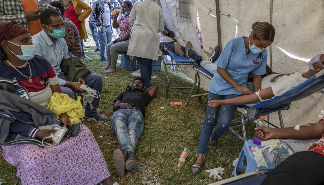 GIR BLOD: Innbyggere i hovedstaden Addis Abeba gir blod for å støtte landets militære styrker som er satt inn i en offensiv mot de regionale myndighetene Tigray-regionen, Tigray People's Liberation Front.