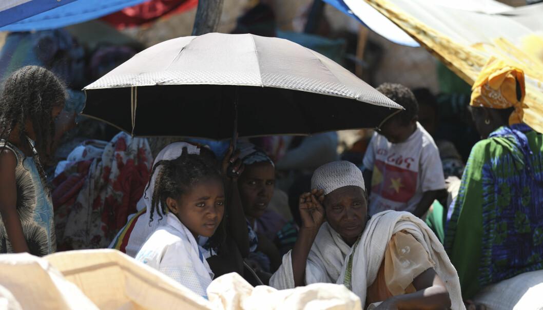 Etiopiske flyktninger venter på å registrere seg hos FNs høykommissær for flyktninger i Hamdayet i Sudan.