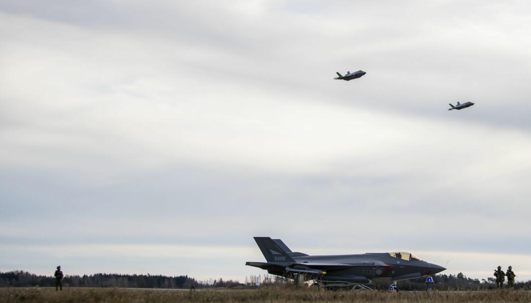 Koblingen mellom Danmark og Norge i forbindelse med kampflykjøpet av F-35 og amerikanske overvåkning er langt svakere enn enkelte har antydet, skriver Karsten Friis.