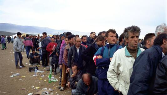 Over ein million menneske blir drivne på flukt til nabolanda.