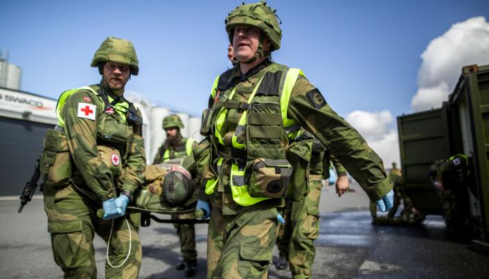 HV-14 på øvelse i Mosjøen i 2017. På soldatenes vester henger sanitetslommen.