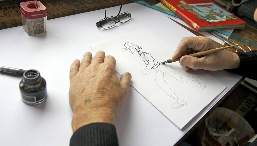 Håkon Aasnes tegner 91 Stomperud og er i år i gang med juleheftet for neste år.