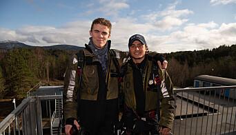 Daniel Steensæth Tørum og Philip F. Willasen er instruktører på Håkonsvern. Her lærer de opp vernepliktige og ansatte.