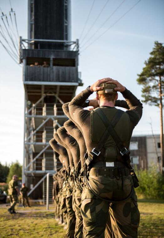 Fallskjermjegertroppen er en gjeng med tøffe, men ydmyke soldater.