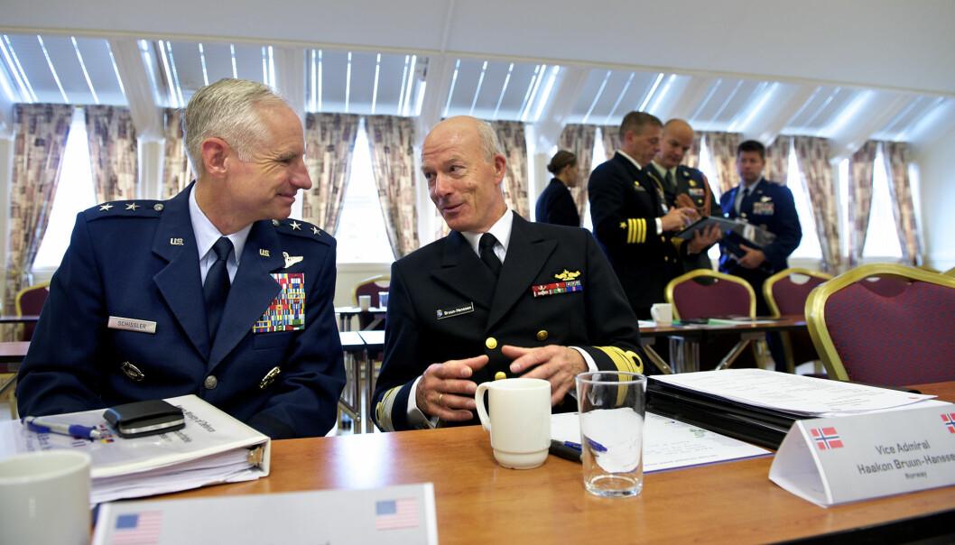 Mark Schissler og Haakon Bruun-Hanssen under nordområde-konferansen i Bodø i september 2012.