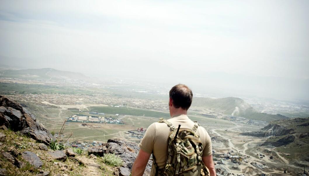 Utsikt over Kabul sammen med sjef for den norske styrken TF-51.