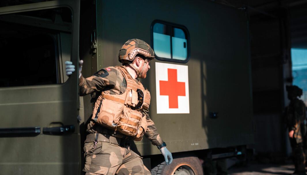 Sanitetssoldat i utrykning under innsatsstyrke Bjørn Wests øvelse Urban Attack i Bergen by.
