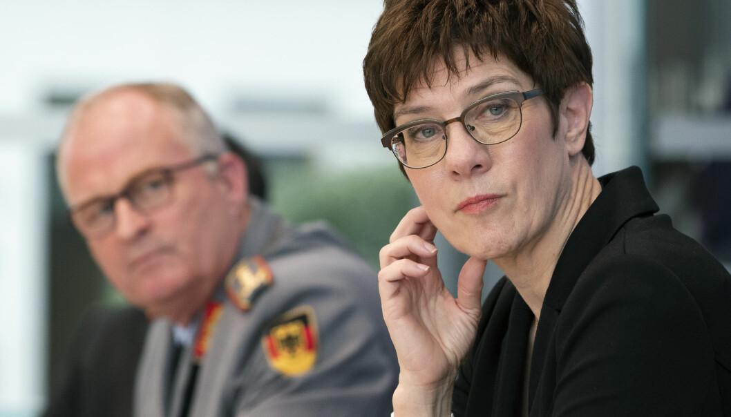 Tidligere i år oppløste forsvarsminister Annegret Kramp-Karrenbauer en avdeling innen de tyske spesialstyrkene etter at det ble kjent at flere av medlemmer hadde høyreekstreme sympatier.