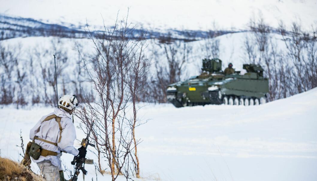 Finnmark landforsvar ble reetablert i 2018, og er nå en avdeling med nær 3000 ansatte og vernepliktige fra Hæren og Heimevernet, skriver Tomas Beck. Her ser vi en soldat fra Finnmark landforsvar.