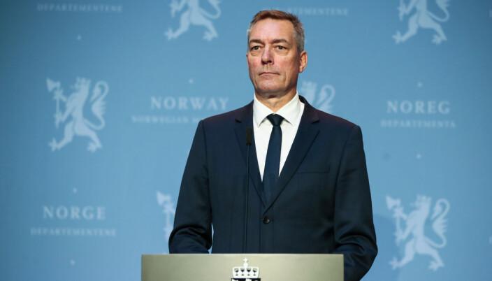 Forsvarsminister Frank Bakke-Jenssen under en pressekonferanse der regjeringen presenterer den nye samfunnssikkerhetsmelding og langtidsplanen for Forsvaret.