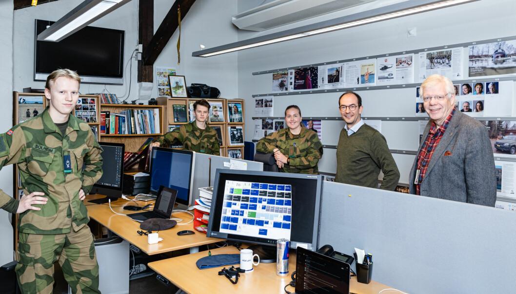 Soldatnytt får fortsette i prøveprosjekt i Forsvarets forum. Fra venstre: Axel Solheim, Jørgen Enkerud, Andrea Vasholmen Mostue, ansvarlig redaktør Stian Eisenträger og redaktør Erling Eikli.