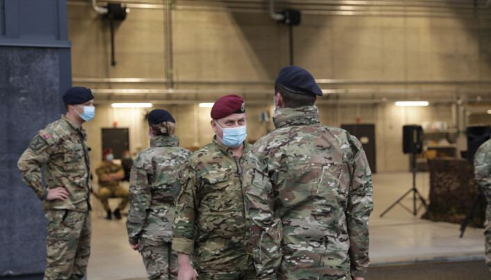 Sjef Forsvarets Spesialstyrker Torgeir Gråtrud, inspiserer avdelingen under sjefsskiftet.