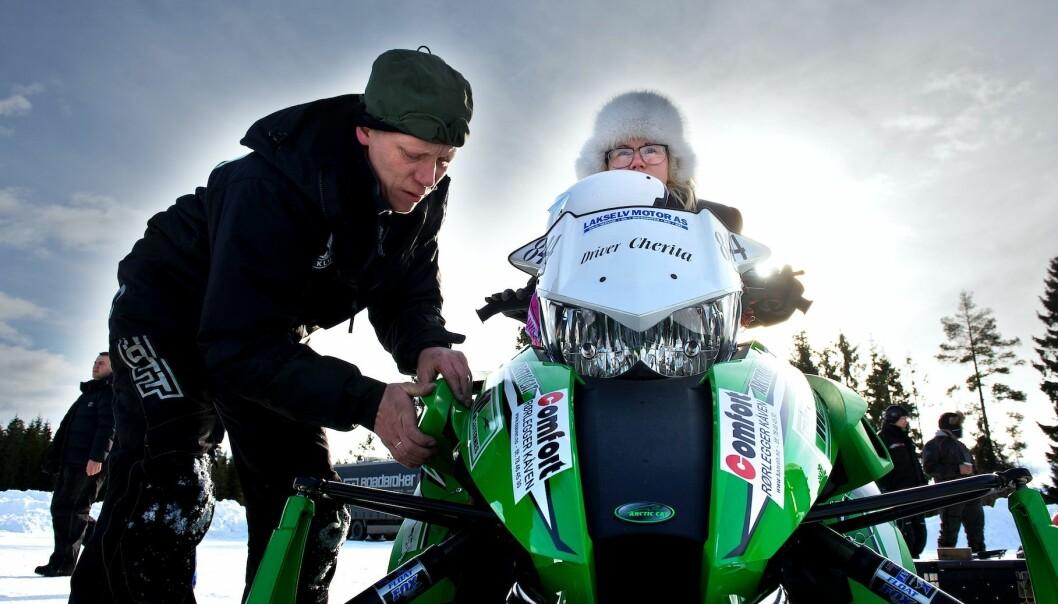 God mekanikk er vesentlig for resultatet. Bjørn-Ivar Masternes og datteren Cherita tar en siste sjekk.