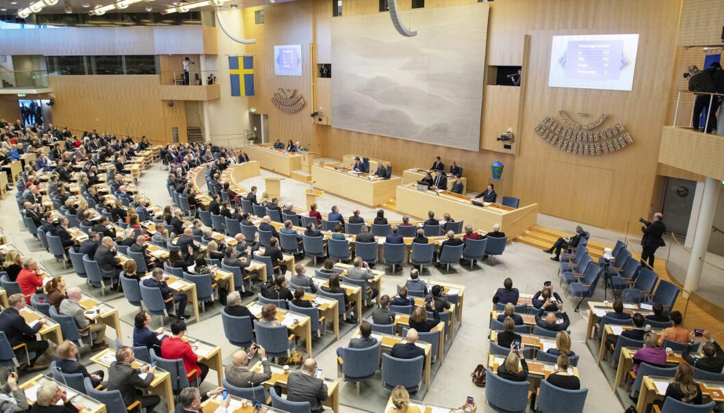 Fra den svenske riksdagen. I Sverige svarer 33 prosent ja til spørsmålet om Sverige bør søke Nato-medlemskap.