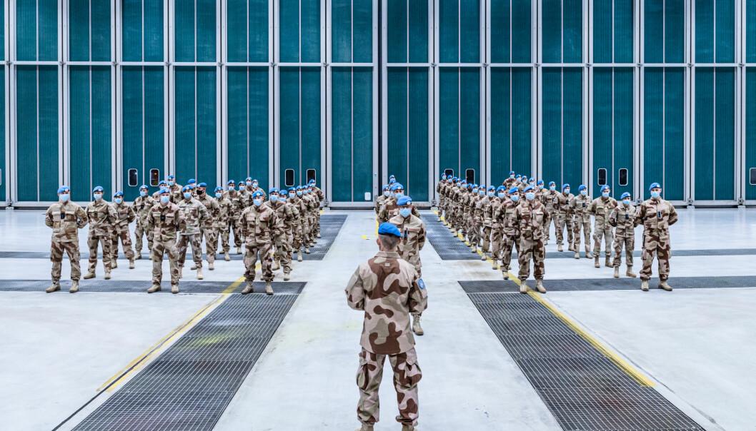 OPPDRAG: Forsvaret har utfordringer med å beholde kompetanse, skriver Jens B. Jahren . Her ser vi norske soldater er på vei til FN-oppdrag i ørkenlandet Mali.